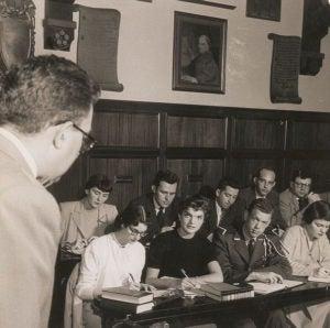 Jaqueline Kennedy in coed class in the SFS