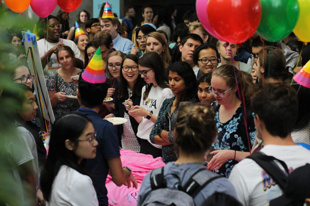 Students line up for SFS shirts