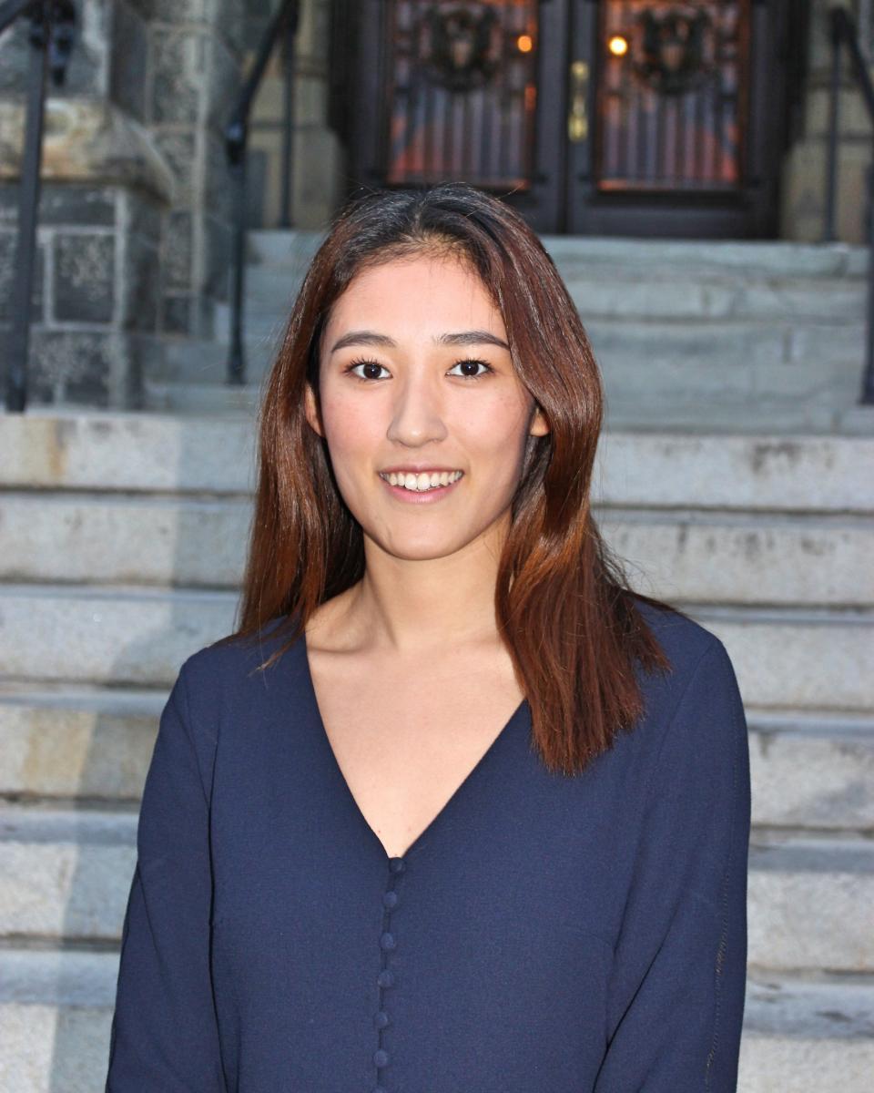 Chloe Li headshot